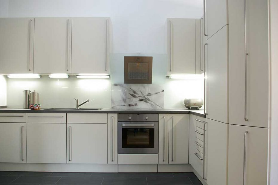 Kitchen-glass-backsplash